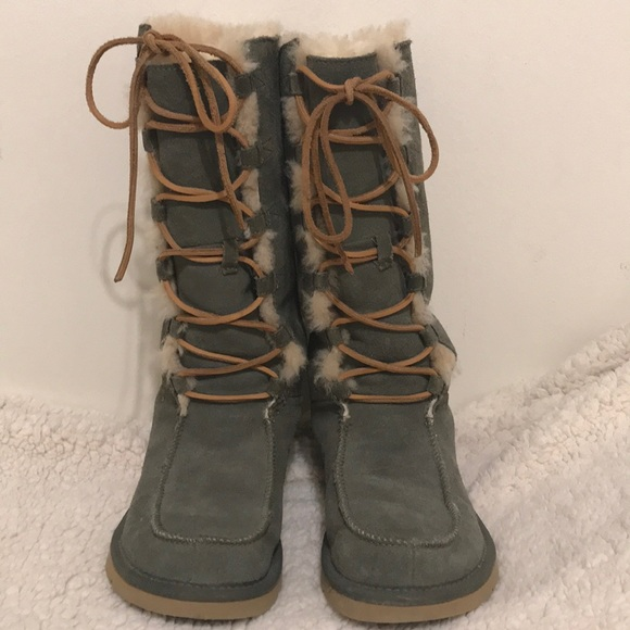 bae653ee5c5 PRICE FIRM Ugg lace up boot sz 6 olive green